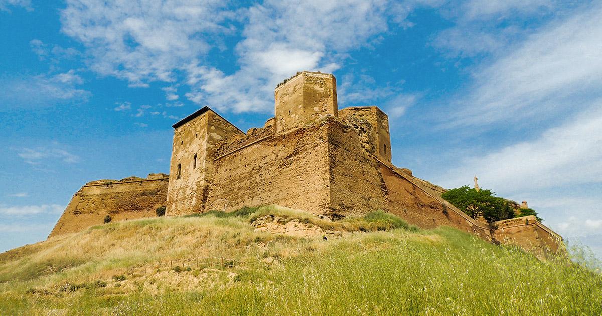 Vista desde el Sureste del castillo de Monzón